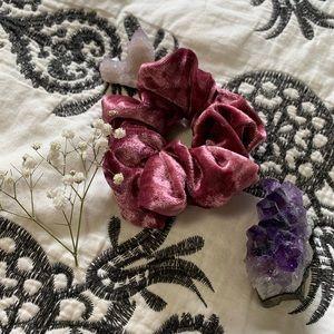 Pink/mauve velvet scrunchie ✨